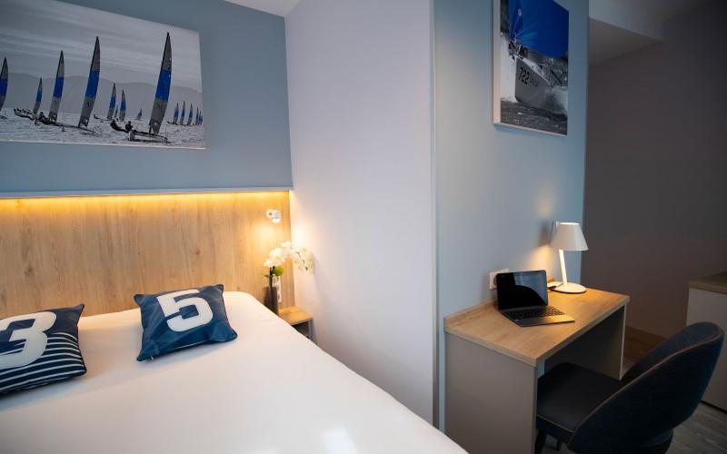397-chambre-standard-bleue-800x500-1.jpg